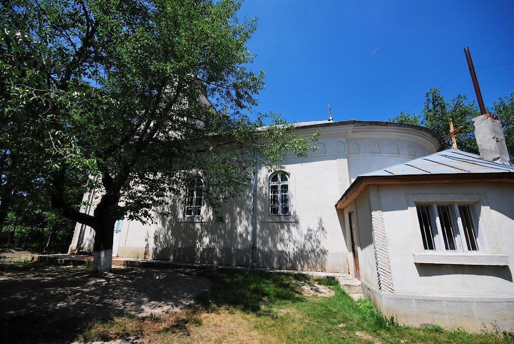 Biserica Adormirea Maicii Domnului, Hadâmbu - lateral